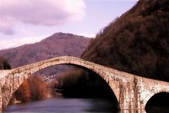 Ponte del diavolo. (Enzo Ghignoni) Tags: ponte acqua cielo nuvole piante toscana italia