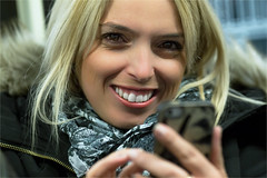 Dieses frhliche blonde Mdchen (zilverbat.) Tags: berlijn photography people portrait portret postcard face fashion smile girl germany german duitsland bokeh dof urbanvibes citylife urbanlife hair peopleinthecity streetlife straatfotograaf straatfotografie streetphotography zilverbat mdchen berlin mobile phone6
