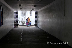 Kandy candid (10b travelling / Carsten ten Brink) Tags: 10btravelling 2015 asia asie asien carstentenbrink ceylon iptcbasic jaffna kandy lankan southasia srilanka srilankan candid family hills north northern tenbrink tunnel