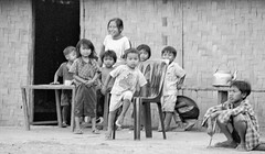 Laos : family #2 (foto_morgana) Tags: analogphotography analogefotografie asia child childhood children family indochina jeune jong laos lightroom muangnambak nikoncoolscan outdoor people photographieanalogue travelexperience vuescan young
