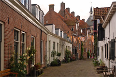 Wall houses (Dutch: Muurhuizen) in Amersfoort (Foto Martien) Tags: street city flowers plant holland history netherlands dutch architecture town alley strasse sony pflanzen nederland blumen medieval alleyway passage picturesque geotag planten oldcity bloemen stad architectuur amersfoort niederlande a77 gasse straat historisch geotagging steeg muurhuizen straatje middeleeuws keistad oudestad schilderachtig wallhouses platinumheartaward martienuiterweerd carlzeisssony1680 provinceofutrecht martienarnhem martienholland fotomartien sonyslta77v sonyalpha77 geotaggedwithgps procincieutrecht municipalityandcity gemeenteenstad mauerhuser