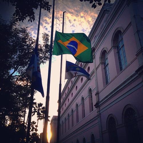 Pernambuco e o Brasil de luto...