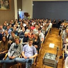 Sånn ser elevene ut når de blir instagramma og hashtagga på første morrasamlinga på #solborgfhs #solborgstart #folkehøgskole #skolestart