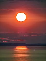 Saint-Octave-de-Métis 02 (Daniel Lebarbé) Tags: sunset sea mer tugboat barge coucherdesoleil remorqueur stlawrencegulf golfedusaintlaurent