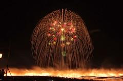 長岡まつり大花火2014 Fireworks in Nagaoka Festival 2014 (ELCAN KE-7A) Tags: bridge japan river pentax fireworks 日本 niigata nagaoka 花火 2014 新潟 長岡 shinano 信濃川 ペンタックス 冠 chosei 三尺玉 長生橋 k5ⅱs