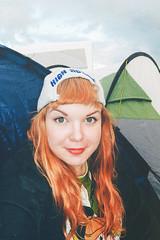Kokeiltiin Sussen kanssa uutta hiustyyli (Mira Shemeikka) Tags: camping people music festival denmark audience culture july roskilde campsite 2014 roskildefestival rf14 meitsi campingarea vscofilm