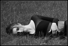 AudEF72 (Fr-EM (photos de Modèles)) Tags: bw woman girl canon eos photo model glamour women photographie noiretblanc femme picture nb sensual 37 tours fille modèle indreetloire frem féminité 550d noiretblancblackandwhite photographetours photographe37