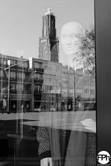 The silent witness (Frankhuizen Photography) Tags: weert netherlands 2016 street straat fotografie photography mannequin etalage paspop reflection reflectie black white zwart wit bw zw monochrome markt market place silent witness