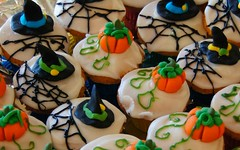 Halloween trick or treat? (krillmerma) Tags: halloween trick treat cakes cupcake fondant pumpkin witch hat