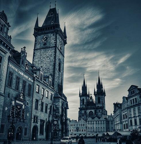 Vazio assim só logo após o sol nascem em Praga. #bestoftheday #picoftheday #world_union #chiquesnourtemo #greatest_shots #igers #ig_worldclub #revolverphotography #beautifuldestinations #bestvacations  #igersdizquefuiporai #photowall #worlderlust #master_