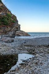 Piedras y rocas (ccc.39) Tags: asturias valds portizuelo barcia playa piedras rocas mar cantbrico orilla acantilados reflejo agua