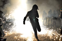 Correfoc 025 (Pau Pumarola) Tags: correfoc foc fuego feu fire feuer guspira chispa étincelle spark funke festa fiesta fête fest diable diablo devil teufel catalunya cataluña catalogne catalonia katalonien girona diablesdelonyar