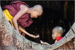 Myanmar. Moinillons à l'école. (leonhucorne) Tags: asie asia travel voyage tourisme myanmar birmanie monastère pagode teck moinillons ecole flickrtravelaward