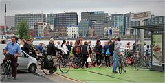 Embarquement sur le ferry pour traverser l'Ij vers la gare d'Amsterdam, Nederland (claude lina) Tags: claudelina nederland netherlands paysbas hollande ville city town amsterdam immeubles buildings ij bikes bicycles