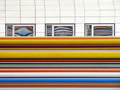 La tte  l'envers (Nadia L*) Tags: paris ladfense cheminemoretti rayures lines colours couleurs fentres windows reflet reflection