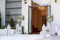 decoratiuni intrare nunti valcea (IssaEvents) Tags: nunta decor sala aranjamente decoratiuni idei felinare dubai albe flori covor alb nunti valcea