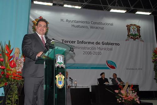 El gobernador Javier Duarte de Ochoa asistió al Tercer Informe de Gobierno de la Presidenta Municipal de Huatusco.
