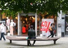 Lige, Belgique (Marie-Hlne Cingal) Tags: bench belgium belgique belgie banc luik lige wallonie lttich ldje