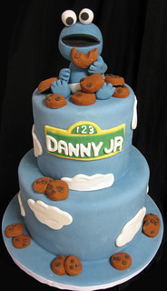 Baby Cookie Monster Cake Med