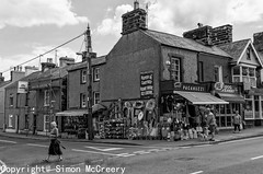 Porthmadog, Wales, UK (Mac McCreery) Tags: blackandwhite wales architecture pentax porthmadog tamron1750