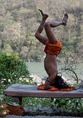 (Sbastien Pineau) Tags: india man color colour yoga asia raw yogi asie couleur hombre ganga sadhu homme inde ganges pineau sadu rishikesh gange  uttarakhand uttarancha sdhu   sbastienpineau