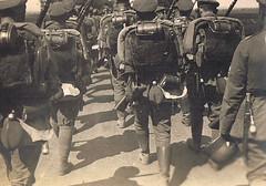 Deployment (TrueVintage) Tags: history military backpacks ww2 oldphoto soldiers past foundphoto 1939 deployment soldaten secondworldwar worldwartwo militr geschichte vergangenheit vintagephoto ruckscke marschieren aufmarsch zweiterweltkrieg ausrstung arming