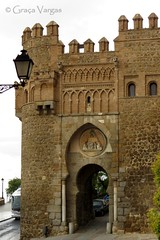 Toledo (Graa Vargas) Tags: door espaa lamp spain espanha toledo puertadelsol graavargas 2014graavargasallrightsreserved 15904031014
