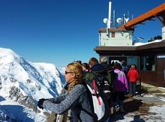 Chamonix, aiguille du midi, terrasse 3842 metres (thierry llansades) Tags: mountain montagne alpes altitude rando glaciers midi 75 chamonix montblanc glace alpinisme aiguilledumidi aiguille telepherique randonneurs alpinistes 3842 3843 montenvers pasdanslevide lepasdanslevide