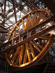 la roue jaune (soner.biniou) Tags: tower yellow metal jaune iron tour eiffel mecanique
