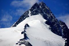 Climbing faster than the clouds (Großglockner, Austria) (armxesde) Tags: snow mountains alps austria österreich rocks pentax peak kärnten berge climbing climber alpen ricoh k3 alpinism hohetauern alpinists bergsteiger nationalparkhohetauern grosglockner franzjosefshöhe grosglocknerhochalpenstrase gamsgrubenweg