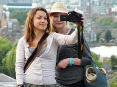 London Tourists (Waterford_Man) Tags: trees girls summer people london candid tourists
