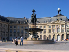 Place de la Bourse, Fontaine des Trois Graces (fountain), Palais de la Bourse (building), Bordeaux, France, 2006 (mathieu.LM) Tags: old people 3 france building monument fountain stone trois place centre bordeaux center 2006 historic palais bourse fontaine graces aquitaine canonpowershota80