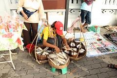sidewalk fish vendor (the foreign photographer - ฝรั่งถ่) Tags: woman sidewalk fish vendor baskets pole phahoyolthin road bangkhen bangkok thailand canon kiss 400d