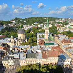 Lviv city centre from the Town Hall tower (Thomas Roland) Tags: summer sommer holiday travel ukraine  lvov lemberg city by stadt  oblast lviv europe europa historic center centre unesco world heritage church building architecture buildings house facades skyline square sq squared view udsigt town hall tower