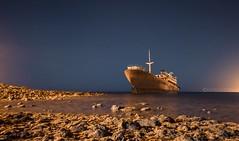 Barco abandonado (Moi Acosta) Tags: photo photography ocean sea mar oceano estrellas boat canaryislands lanzarote space station longexposure largaexposicin stars noche night