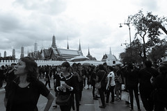 DSCF3257 (mesodiarDA) Tags: thailand king people street temple