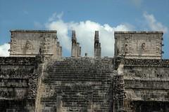Escalera a las nubes (enrique1959 -) Tags: martesdenubes martes nubes nwn chichnitz mexico rivieramaya yucatan peninsuladeyucatan conjuntohistricoarqueolgico arqueologia