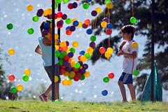 nios (heberabdel79) Tags: nios nio play jugar pelotas color nikon lago childrens people gente lake jugando divertido sonrisa smile