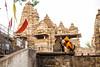 Templos y creencias, Khajuraho (Nebelkuss) Tags: india khajuraho templo temple religion religión durga durgafestival festivaldedurga elzoohumano thehumanzoo fujixt1 fujinonxf23f14 quierosercomostevemccurry iwannabelikestevemccurry