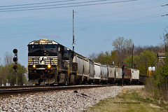 One More For The Road (tim_1522) Tags: railroad railfanning rail illinois il ns brooklyn district norfolksouthern es40dc gevo generalelectric generalfreight searchlight signals lenoxtower