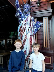2016-11-26_05-20-52 (FAIRFIELDFAMILY) Tags: jason taylor myrtle beach broadway ropes course wonder works carson grant car flag usa maple tree porch movie movies sing statue liberty restaurant winnsboro house where wild things roam dance wal mart dancing boy young child michelle eat eating sc south carolina