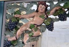 Stralsund (greif1965) Tags: vorpommern vorpommernrügen stralsund sculpture skulptur weintrauben pommern pomerania rathaus