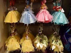 Disneyland Visit 2016-11-27 - Main Street - China Closet shop - Ornaments (drj1828) Tags: us disneyland dlr visit 2016 mainstreet chinacloset ornament