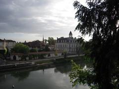 POLE MAGELIS (marsupilami92) Tags: france frankreich angoulme 16 quai charente fleuve sudouest poitoucharentes magelis stcybard
