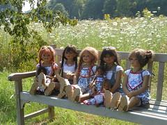 Kindergartenkinder und Kleine ... (Kindergartenkinder) Tags: park dolls schloss annette kindra tivi milina anholt setina himstedt schlossanholt kindergartenkinder sanrike