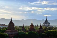 Birmania (Myanmar) 2014. Bagan al atardecer. Sunset in Bagan. (fdecastrob) Tags: bagan