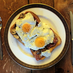 Breakfast (Benn Gunn Baker) Tags: english mushroom wales breakfast canon pepper bacon baker toast north eggs benn gunn dolgellau 550d t2i