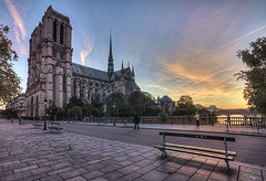 Petit matin parisien (StephanieB.) Tags: cathdrale events lieux matin notredame paris people pontaudouble banc bench grandangle hdr light lumire morning reflection reflets sunrise