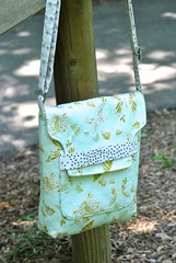 Tablet Shoulder Bag (Lindsay Sews {@CraftBuds}) Tags: onthegobags tablet bag ipad kindle purse artgalleryfabrics bonniechristine helloollie