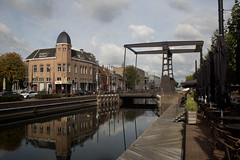 Helmond - Zuid-Willemsvaart (Grotevriendelijkereus) Tags: helmond noord brabant netherlands nederland holland stad plaats village town city architecture architectuur building gebouw canal kanaal water stroom